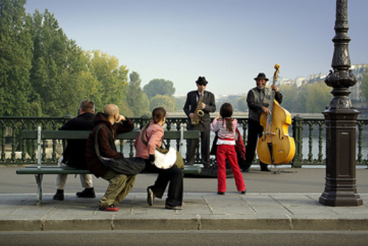 street jazz on bridge in Paris
